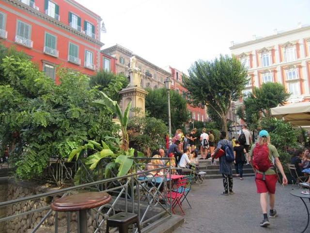 В Неаполе появилась первая в Европе книжная гостиница