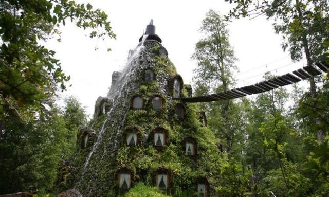 10 странных отелей мира