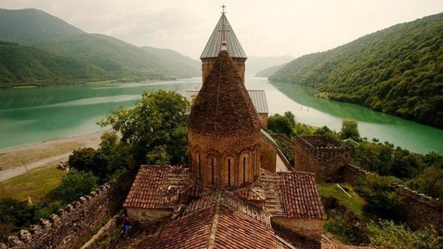 Переезд в Грузию на ПМЖ: способы эмиграции из России, условия и необходимые документы, плюсы и минусы иммиграции