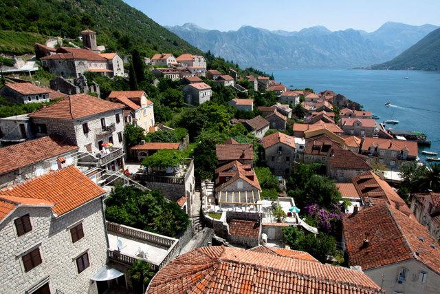ВНЖ в Черногории: как получить вид на жительство россиянину при покупке недвижимости и по иным основаниям