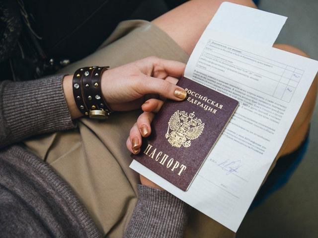 Ошибка в паспорте по вине сотрудника в 2020 году: как ее исправить