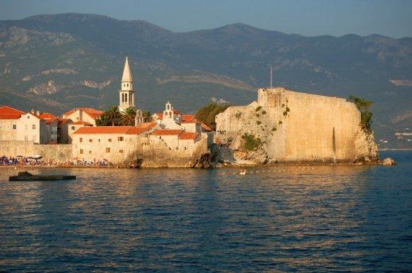 Как переехать жить в Черногорию: особенности эмиграции, способы и условия иммиграции, переезд из России
